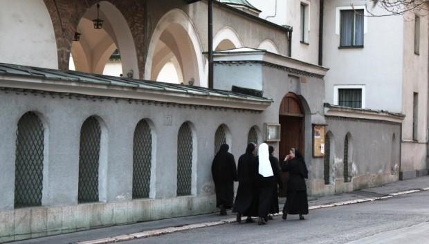 saraybonsa_hunkar_camii_rahibeler