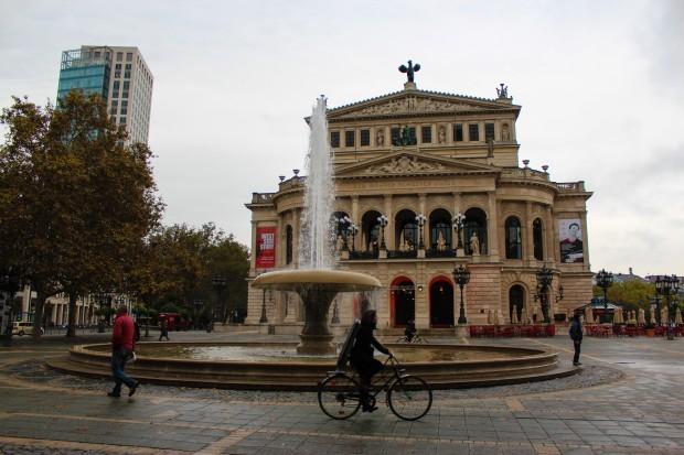 Frankfurt_Opera_Meydani