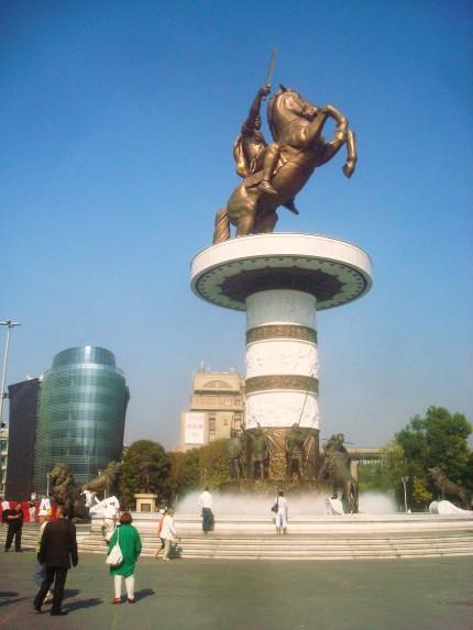 makedonya_meydani_buyuk_iskender_heykeli