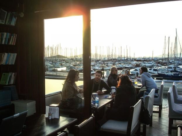 bodrum_turgutreis_marina_cafe