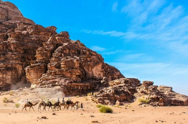 urdun_wadi_rum_turist_kervani