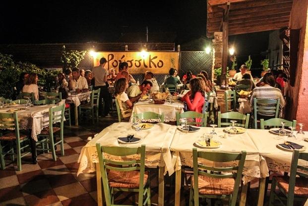 sakiz_adasi_restoran_roussiko