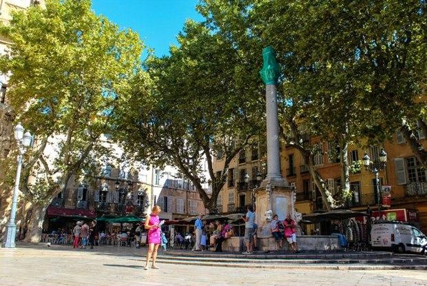 aix-en-provence-place-de-l-hotel-de-ville
