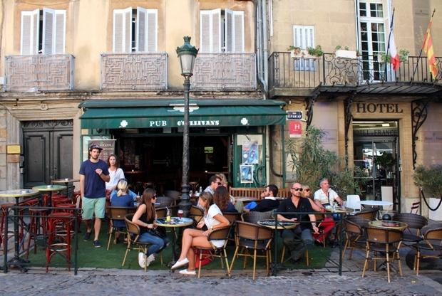 aix-en-provence-place des-augustins-bar