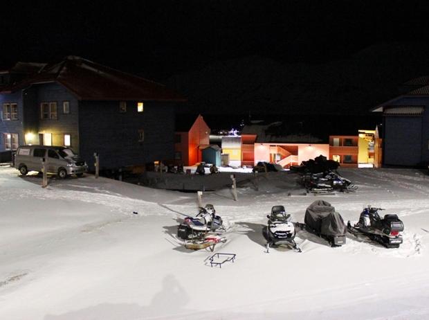 svalbard-longyearbyen-kar-motorlari