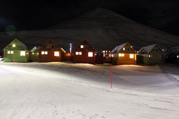 svalbard-longyearbyen-renkli-evler-4