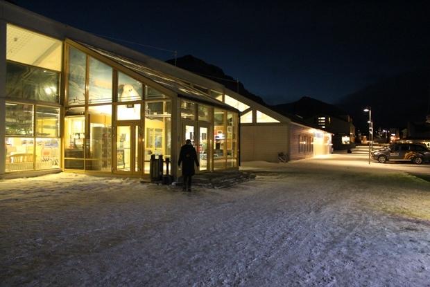 svalbard-supermarket-giris