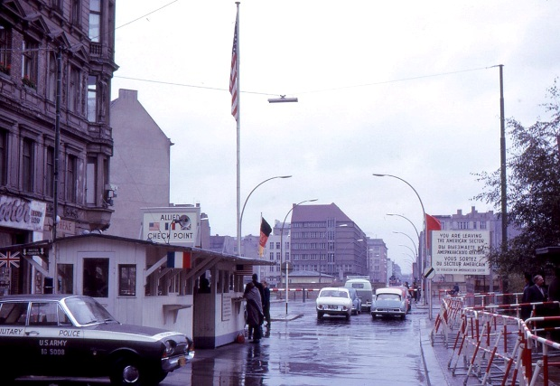 berlin-check-point-charlie-1963