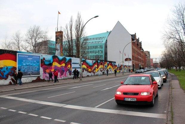 berlin-duvari-alman-bayraklari