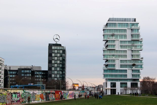 berlin-duvari-mercedes-benz