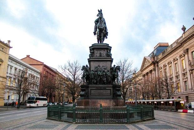 berlin-unter-den-linden-buyuk-friedrich-heykeli